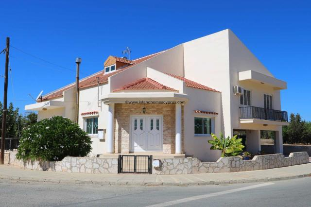 Unique 4 bedroom, 1 bathroom, detached villa on corner plot with Title Deed for the land in residential area of Deryneia - DER176.